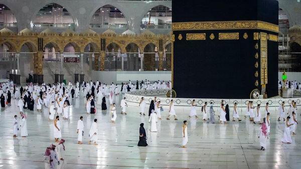 مع تطور نظام تكييف المسجد الحرام عبر الزمن..  يورك ترافق ضيوف الرحمن لثلاثة عقود