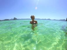 Baignade dans l'archipel des Bacuit, classé plus bel archipel au monde