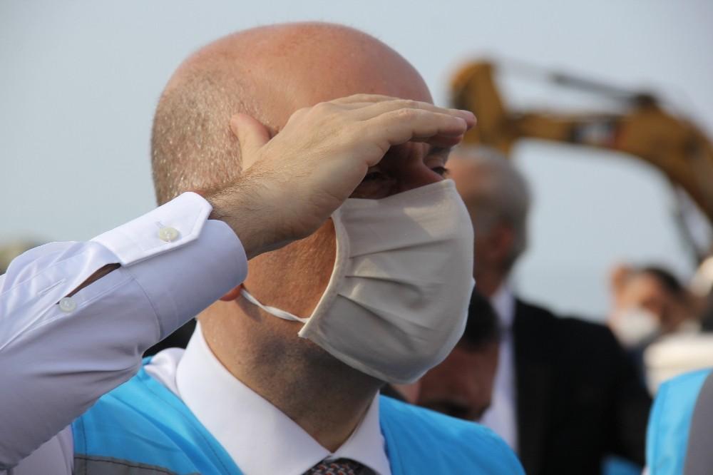 Bakan Adil Karaismailoğlu Rize-Artvin Havalimanı inşaatında incelemelerde bulundu
