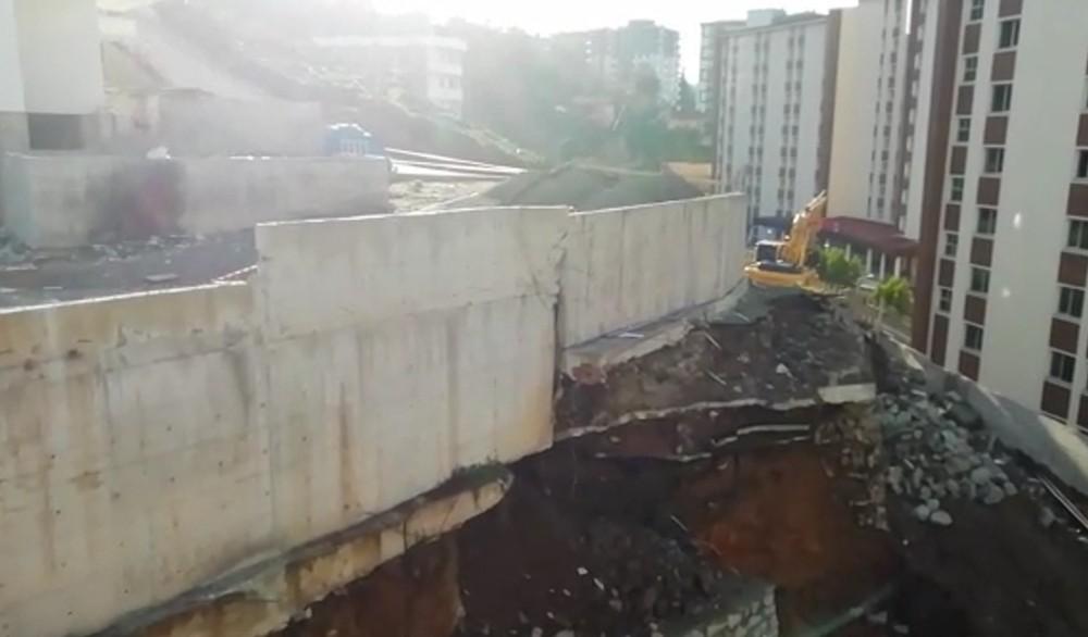 İstinat duvarı kendiliğinden böyle çöktü