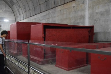 37 Beijing_tombs_coffins