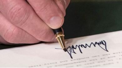 Photo of شاهد: كيف يعكس توقيع ترامب شخصيته المثيرة للجدل؟