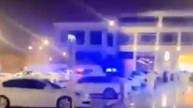 Photo of تفاصيل فيديو القبض على مخالفي الذوق العام بمركز تجاري