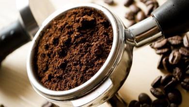 صورة فوائد عجيبة لتفل القهوة على بشرة المرأة