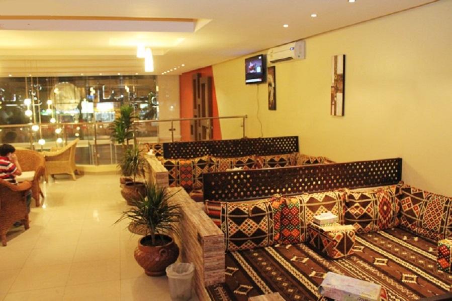 مقهى شبابي في الرياض