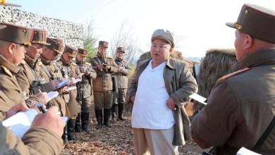 Photo of زعيم كوريا الشمالية وهو صغير مراهق شرس يركل ويبصق على زملائه ومحدود القدرات .. شاهد صور مُثيرة !