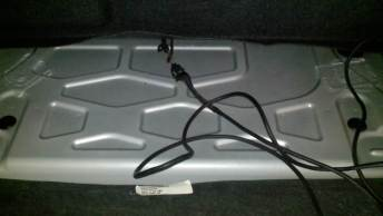 Connection of the module cable in the trunk