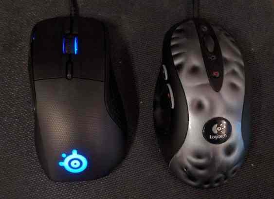 SteelSeries Rival 700 (left), Logitech MX-518 (right)