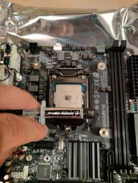 Applying thermal paste to the CPU