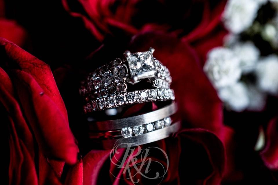 Ring in roses