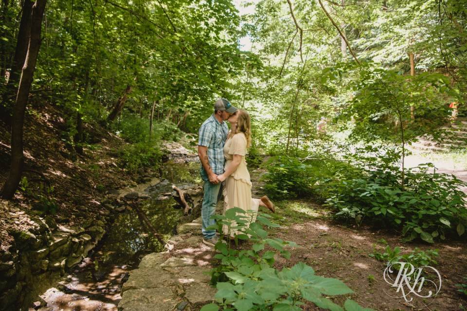 summer engagement photography couple kissing
