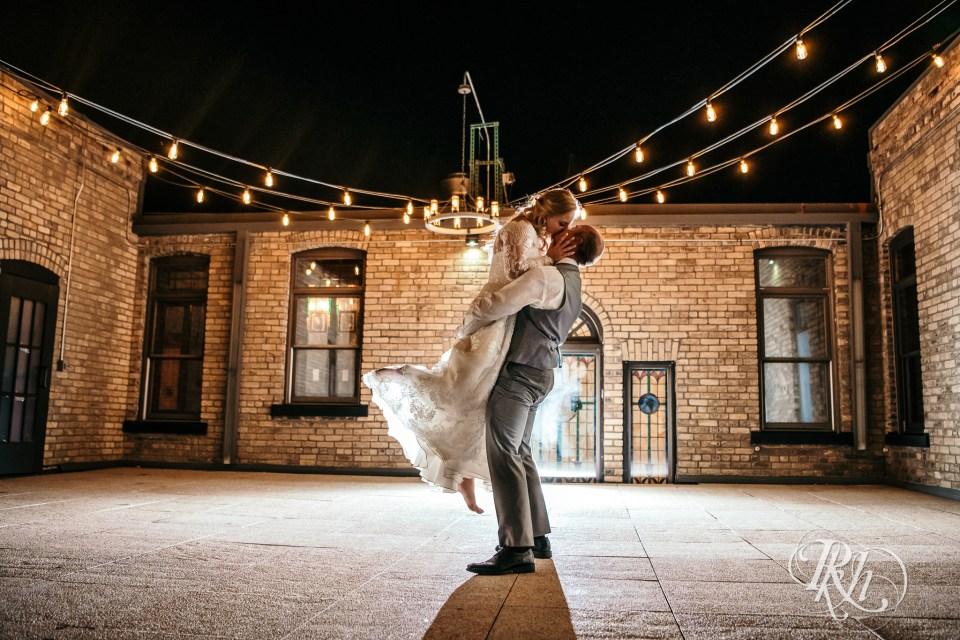 weddings at the broz night photo