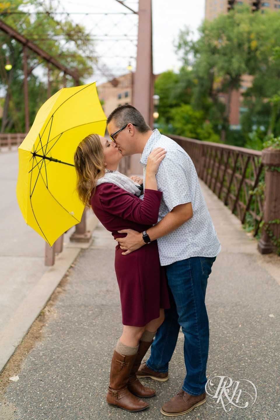 rainy engagement photos how I met your mother
