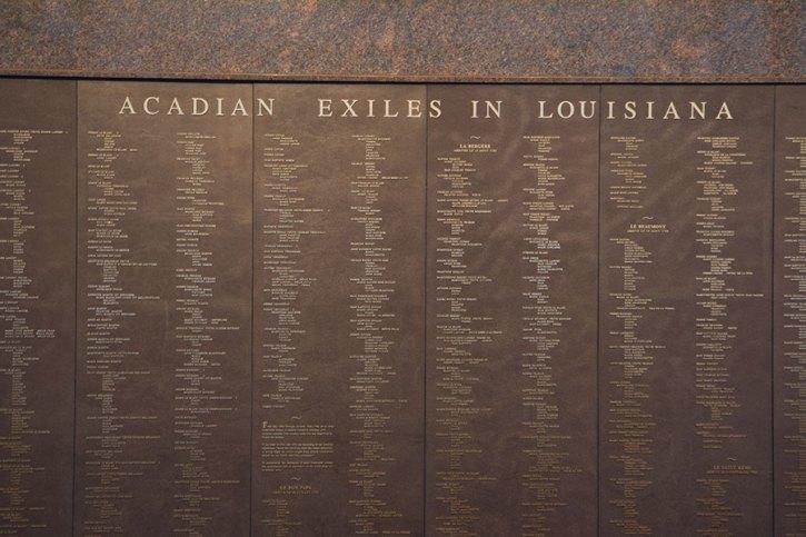 """Une partie du monument """"Memorial"""" listant les noms de tous les déportés et le nom du bateau sur lequel ils sont arrivés."""