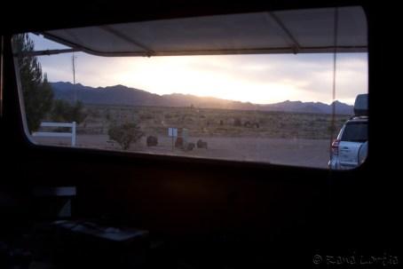 Vue du paysage à partir de l'intérieur de la roulotte