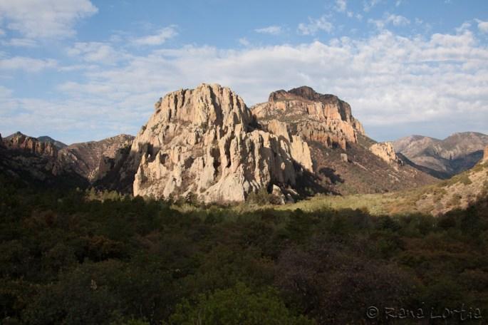 Les formations rocheuses de Cave Creek Canyon dans les montagnes Chiricahua