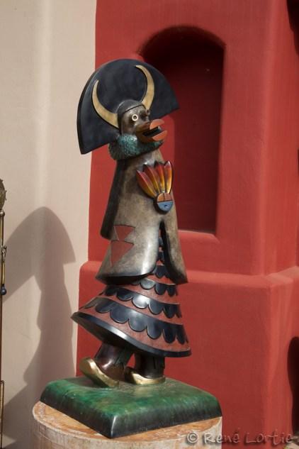 Sculpture devant une boutique d'art