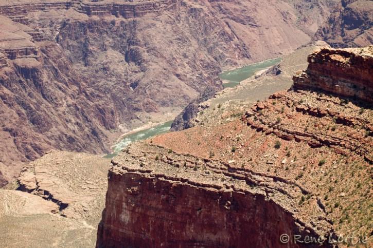 Grand Canyon, Arizona - avec aperçu de la rivière Colorado à 1,6 km plus bas.