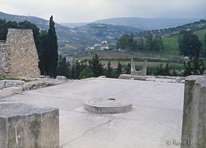 Reconstitution de cornes stylisées créées par l'archéologue Arthur Evans