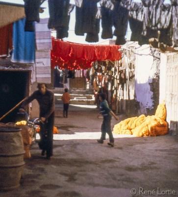 L'allée des teinturiers dans le souk.