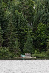 Le chalet de Benoit et Suzanne vu du lac