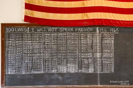 Rappel que les écoles ont interdit de parler français au début du 20e siècle.
