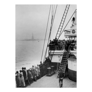 Immigrants Viewing The Statue of Liberty Photo Posters