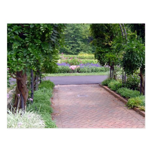 Inniswood Perennial Border and Green