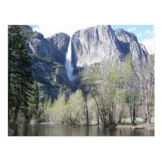 Majestätischer Wasserfall in Yosemite-Park Postkarten