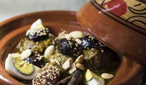 Tajine de barro que da nombre al alimento que se cocina en este recipiente propio de la cocina marroquí