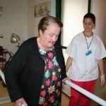 """""""Mi madre está mejor e incluso ha mejorado su movilidad desde que está aquí con los ejercicios que le aplican las fisioterapéutas"""""""