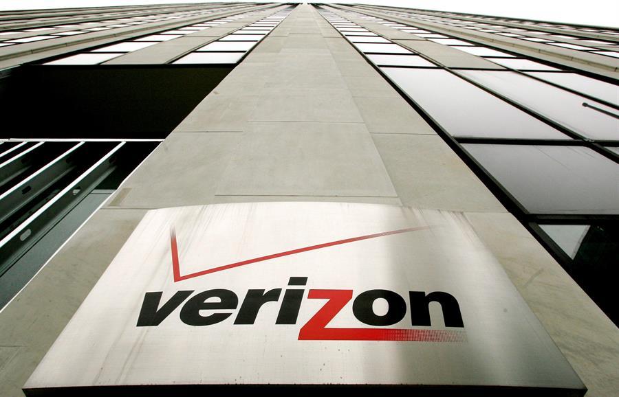 Los ingresos de Verizon durante 2020 se redujeron un 2,7 %, hasta 128.292 millones de dólares, mientras que en el último trimestre del año, la facturación retrocedió un ligero 0,2 % hasta 34.692 millones de dólares. EFE/Justin Lane/Archivo