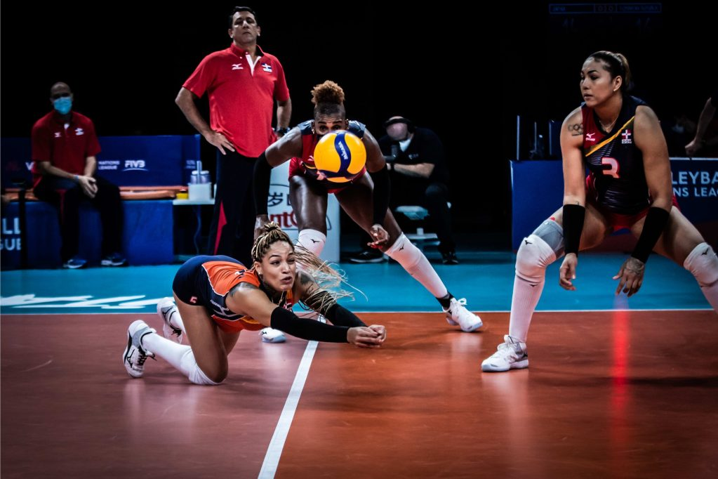 Brenda Castillo sigue demostrando su clase sin inigual en la defensa.