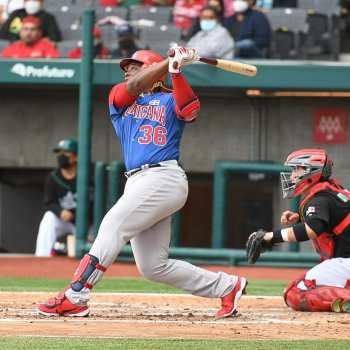 Johan Mieses pegó uno de varios jonrones del equipo dominicano. (Foto: Fuente Externa)