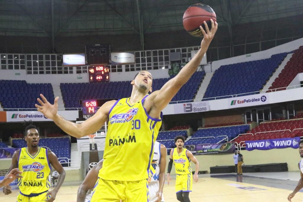 Eloy Vargas de los Metros de Santiago fue uno de los principales jugadores frente a Titanes.