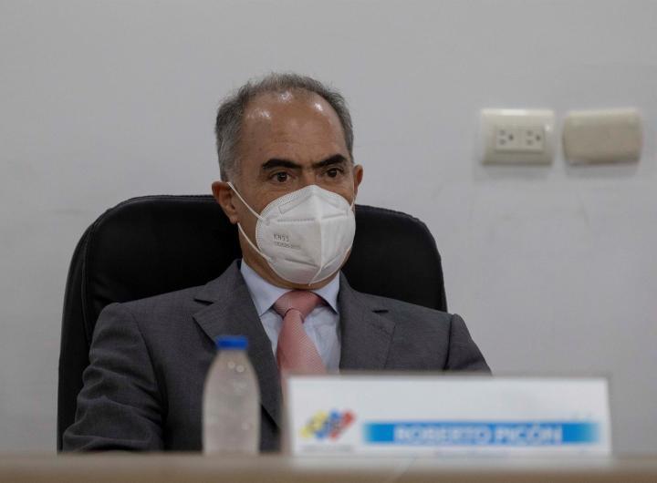 Fotografía de archivo del rector del Consejo Nacional Electoral (CNE), Roberto Picón. EFE