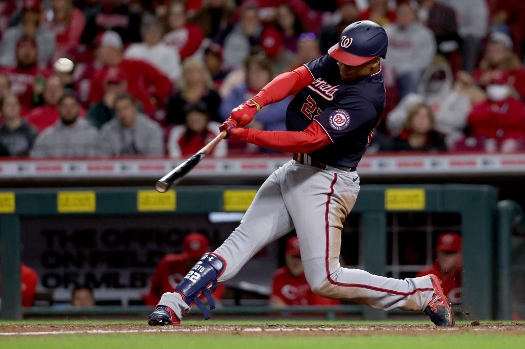 Juan Soto conecta su primer jonrón del juego.  (Foto: Dylan Buell/Getty Images/AFP)