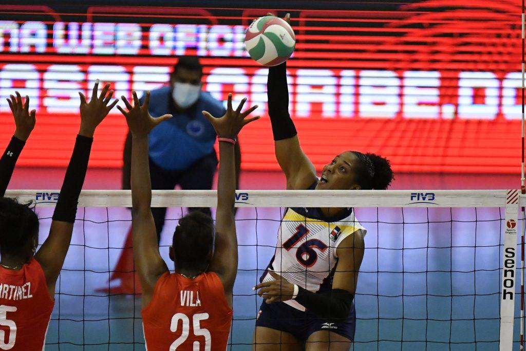 Yonkaira Peña Isabel en plena faena ofensiva contra Cuba. Terminó líder en puntos del partido con 13.