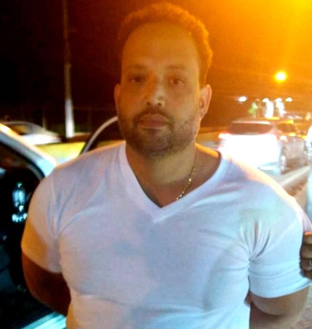 Juan Carlos Mosquea Eduardo, hermano del prófugo Erick Rhandiel Mosquea Polanco, uno de los principales involucrados en la red de narcolavado denominada Falcón
