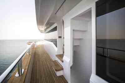 Majesty 155 Upper Deck Gunnel