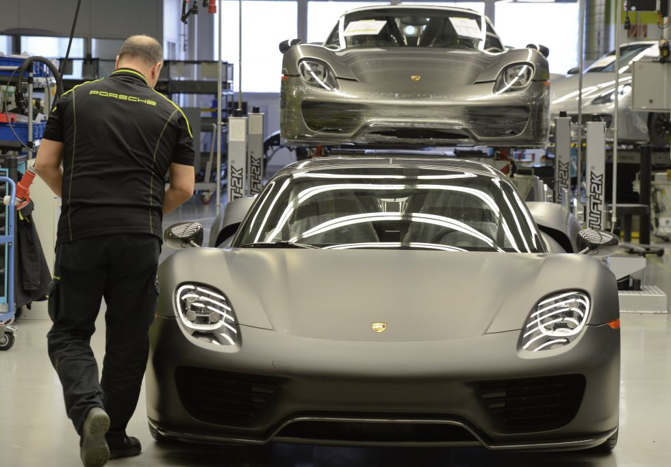 Porsche 918 Spyder hybrid hypercars under construction at Zuffenhausen. Photo: Thomas Kienzle/AFP/Getty Images
