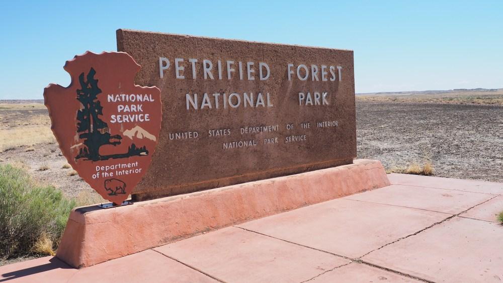 Petrified-Forest-NP-Willkommensschlild