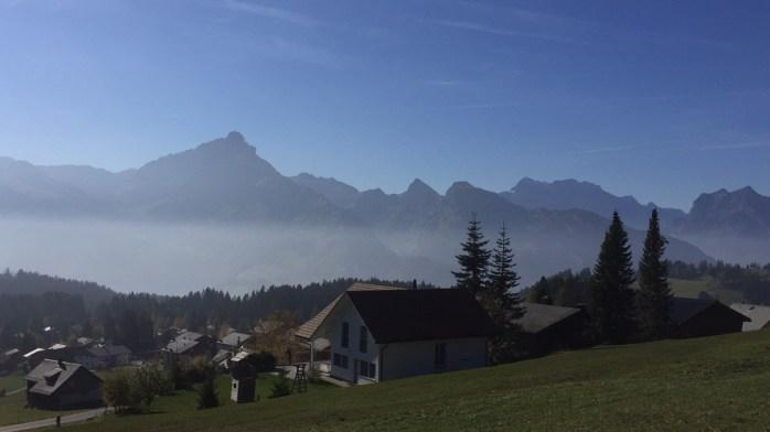 Der Ortsteil Arvenbüel am Ende des Amdener Höhenweges