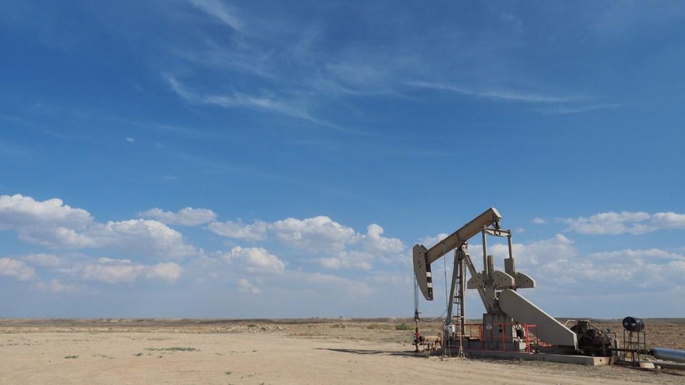 Maschinen für die Förderung von Erdgas auf den Weg nach Myton, Utah