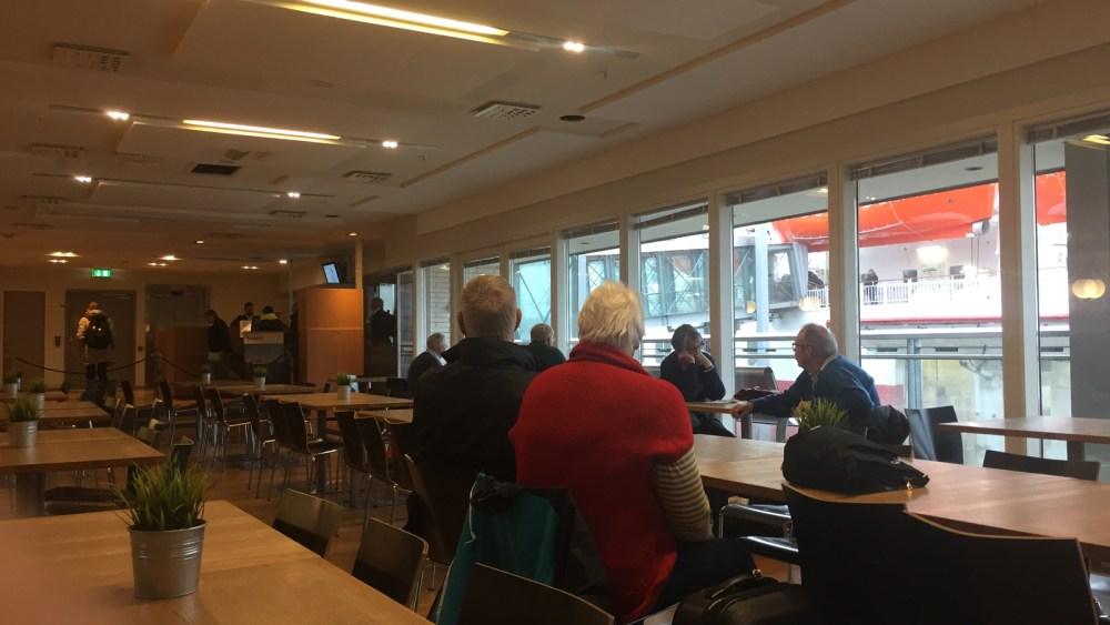 Beim Einchecken auf der MS Polarlys von Hurtigruten