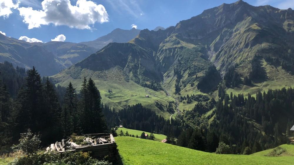 Auf der Bregenzerwaldstrasse hinauf zum Hochtannbergpass