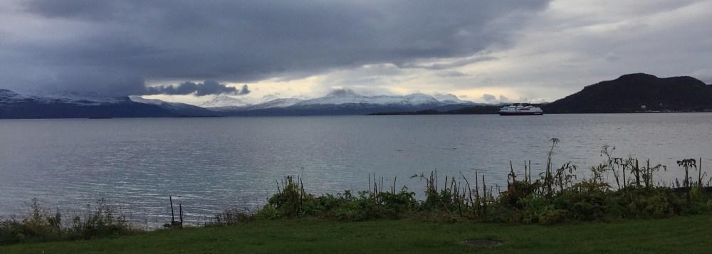 Die MS Polarlys verlässt Harstad