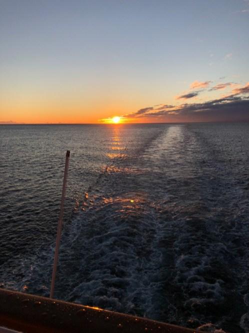 Sonnenaufgang auf der MS Polarlys kurz vor Kirkenes