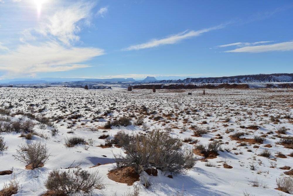 Blick zur North Cainville Mesa mit zahlreichen Buttes im Vordergrund