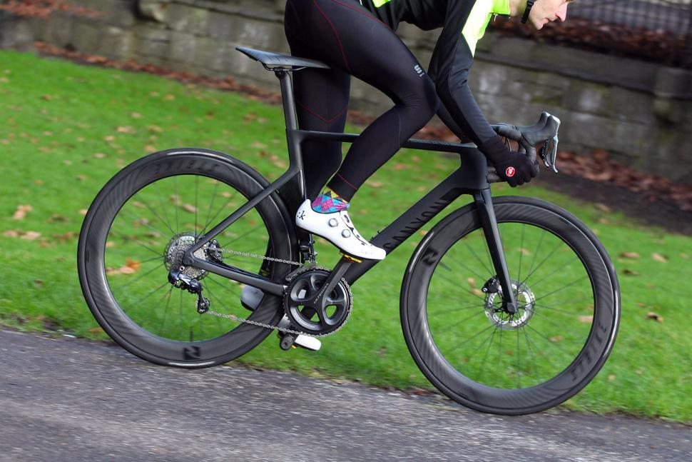Canyon Aeroad CF SLX Disc 8.0 Di2 - riding 1.jpg
